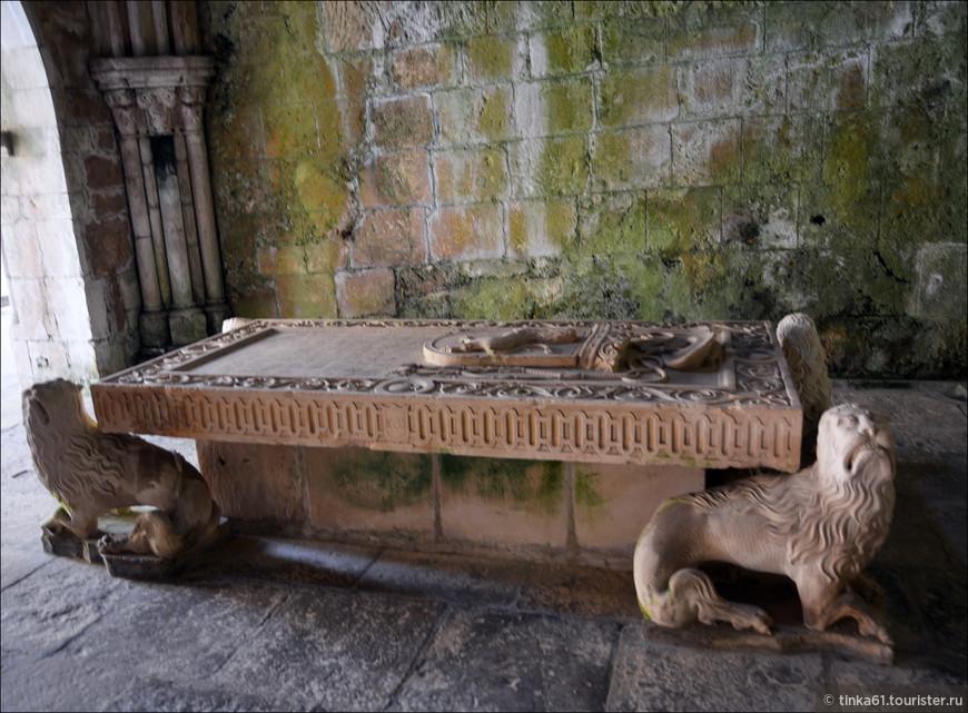 Надгробие первого графа Коимбры.