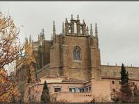 Устрашающе величественный монастырь в Толедо.