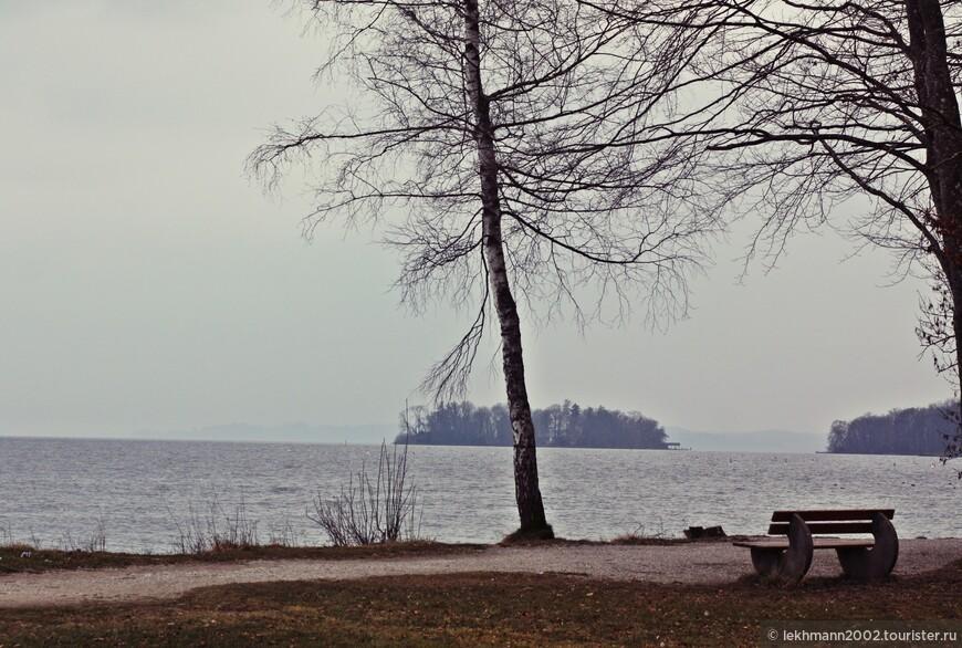 Единственный на озере - остров роз. С ним связано много событий в жизни короля.