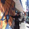Гид Ярослав Бондаренко на Таймз Сквер у карты.  Пешеходная экскурсия по Нью-Йорку, средний и верхний город.