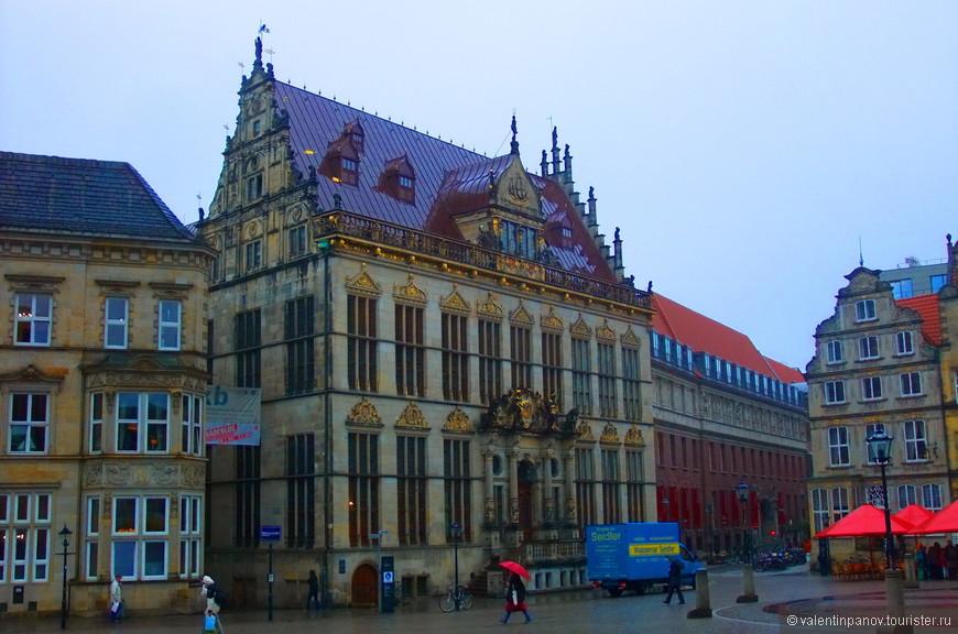 Marktplatz (Марктплатц) - главная площадь города.
