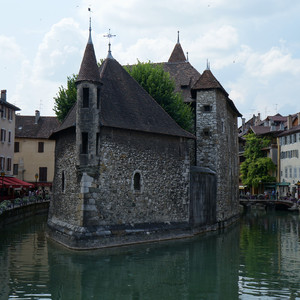 Анси — французский городок.