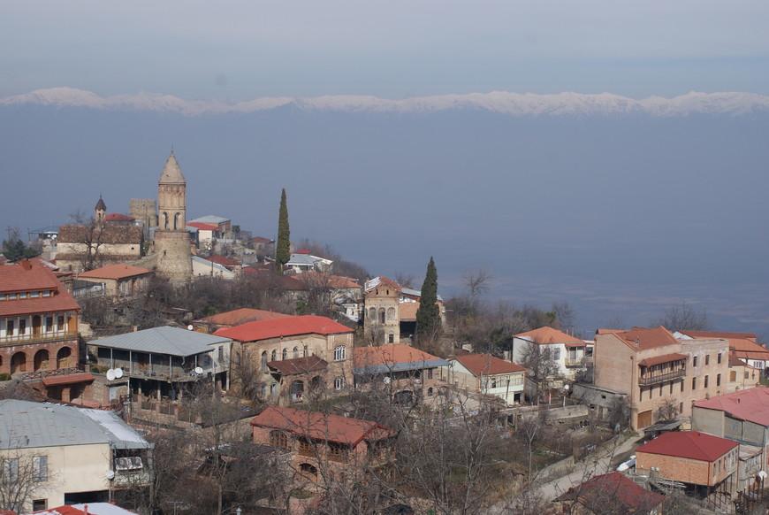 Город  Сигнаги с видом на Кавказ