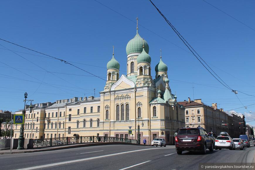 Свято-Исидоровская церковь на канале Грибоедова была построена в 1903—1907 гг., архитектор А. А. Полещук.
