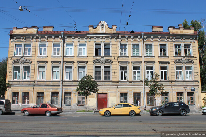 Один из домов на Троицком проспекте.