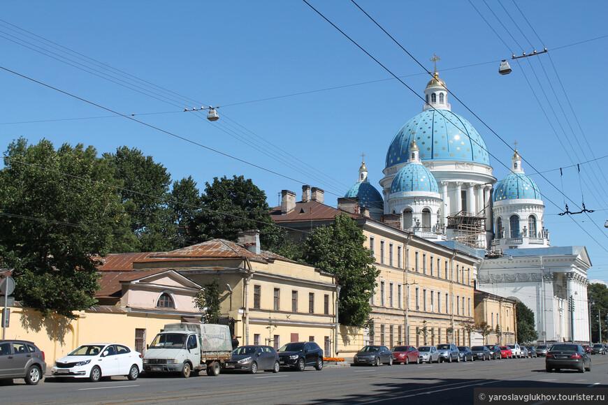 В Измайловском очень тихо, спокойно. Сразу заметно, что это уже не шумный центр города.