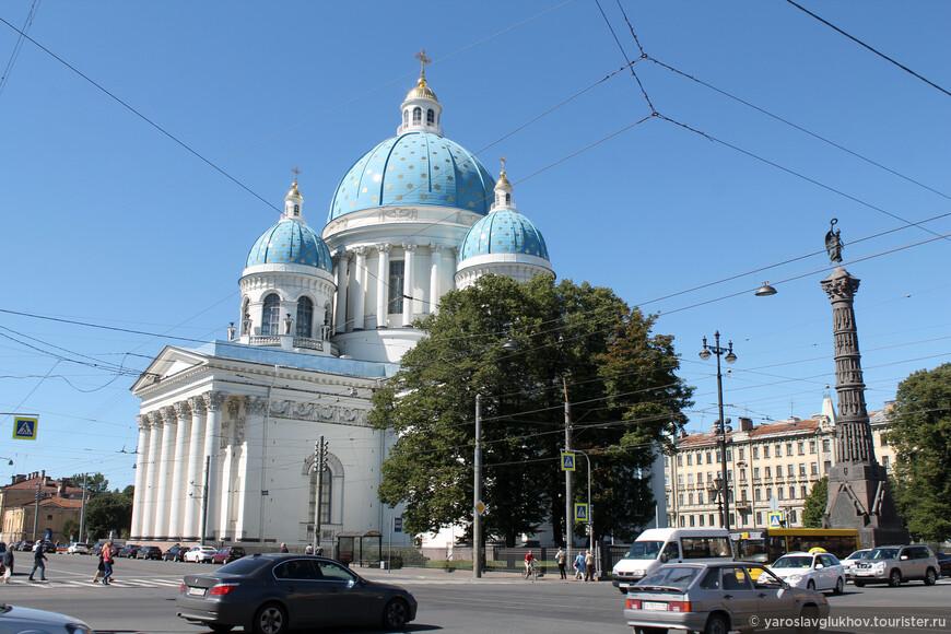 Троице-Измайловский собор был построен в 1828—1835 гг. по проекту архитектора В. П. Стасова.