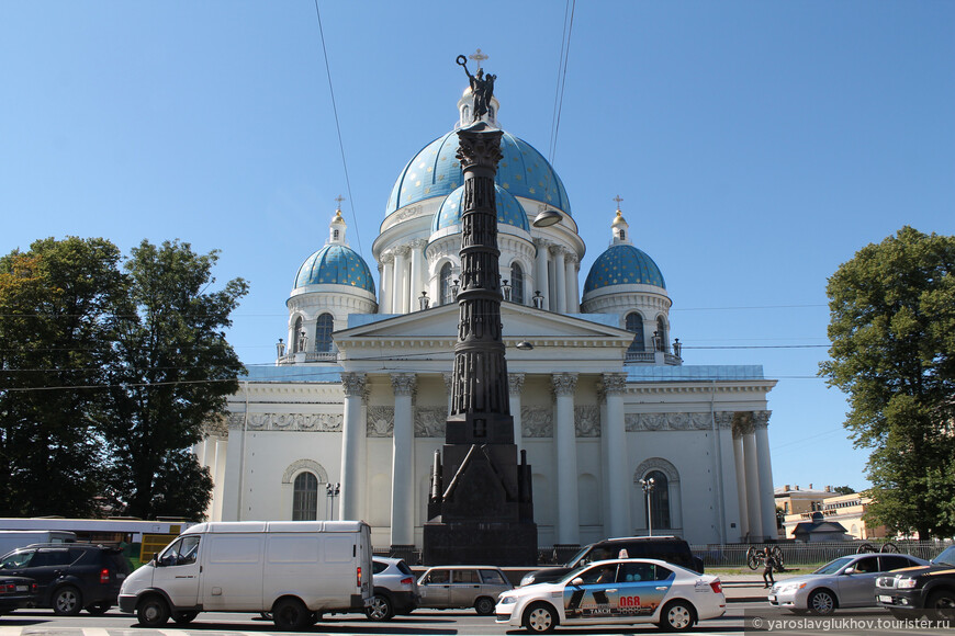 Здание собора уникально и неповторимо. Особенно впечатляют его купола.