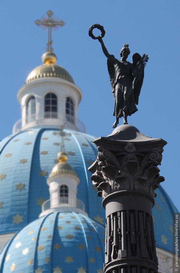 На Троицкой площади перед одноимённым собором в 1886 году была установлена 28-метровая колонна Славы в память о Русско-турецкой войне 1877—1878 гг. Колонна восстановлена в 2005 году. На верху колонны расположен гений с лавровым венком в протянутой руке, увенчивающий победителей.
