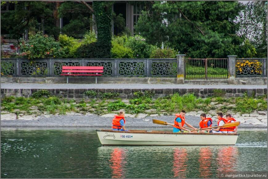На озере очень активная спортивная и развлекательная жизнь!тренировки