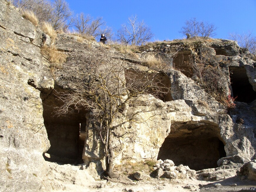 Комплекс хозяйственных пещер.