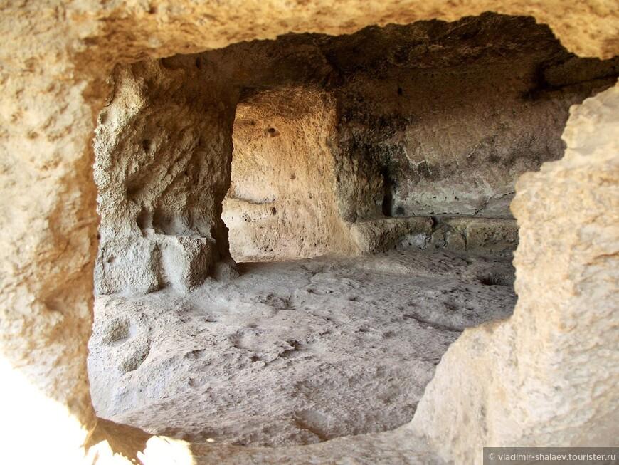 Одна из пещер.