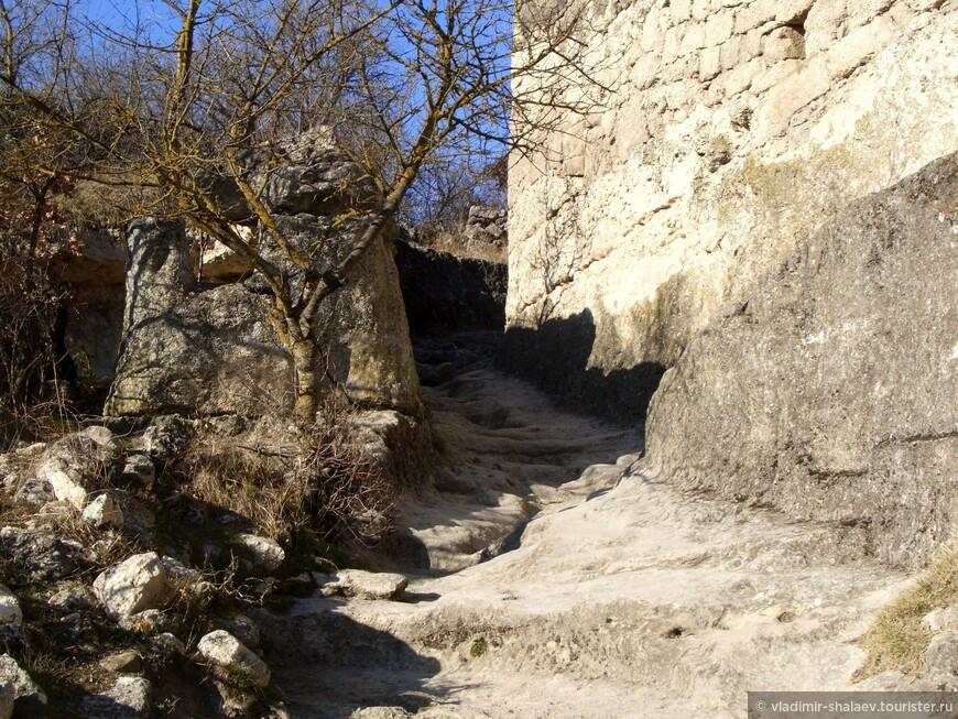 Одна из улиц древнего города.