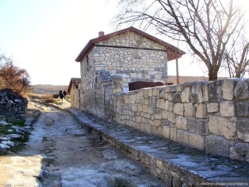 Усадьба XVIII в. которая называется усадьбой А. Фирковича.  В усадьбе жил ученый, историк и археолог А. С. Фиркович.