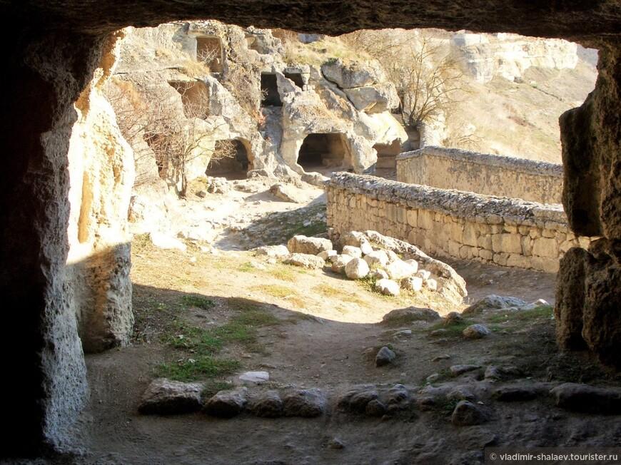 Разноуровневые пещеры.