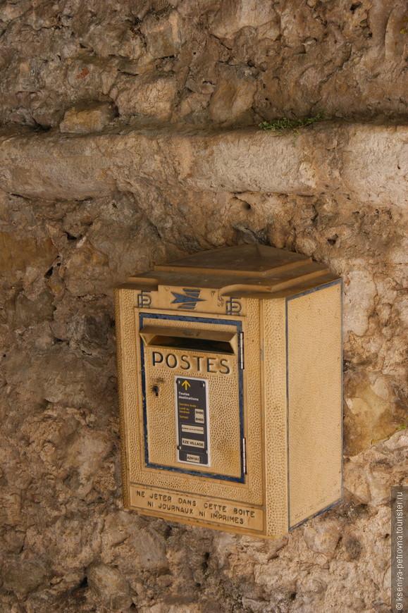 Несмотря на то, что население Эза немногочисленно, в городе выпускают собственную газету.