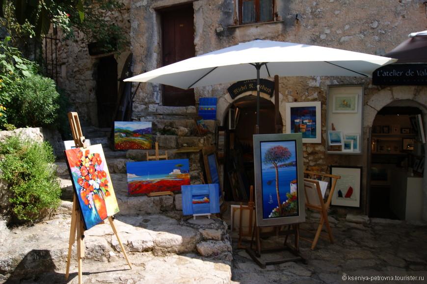 Здесь часто встречаются такие вот небольшие лавочки и магазинчики с картинами, что неудивительно, ведь Эз своей атмосферой и колоритом вдохновляет на создание чего-то красивого)