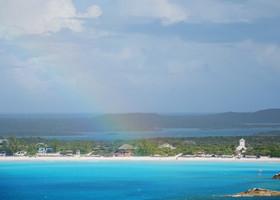 На прощание остров повесил огромную радугу...