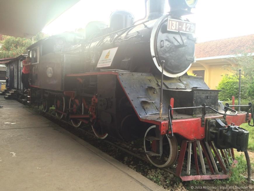 Нашли такой ретро локомотив в Далате)))