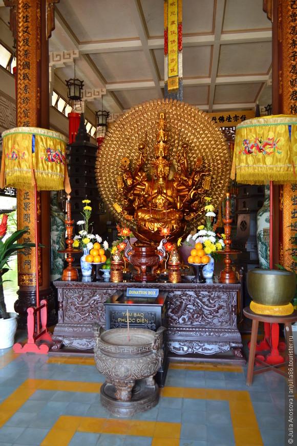 Храмы Вьетнама поражают своим колоритом.