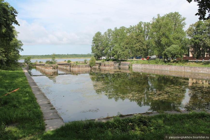Шлюз в западном устье Староладожского (или Петровского) канала в центре Шлиссельбурга.