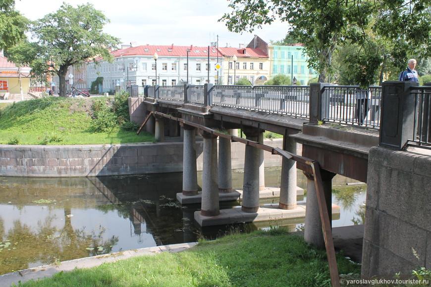 Петровский мост через Староладожский канал.
