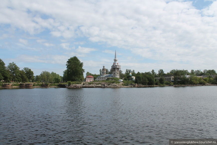 С 1323 года город несколько раз менял название: Орешек, Нотебург, Шлиссельбург, Петрокрепость и снова Шлиссельбург.