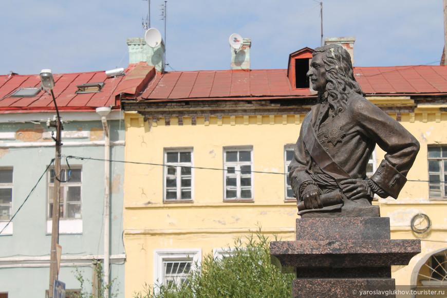 В Шлиссельбурге открыт первый в стране памятник Рагузинскому-Владиславичу в 2011 году.