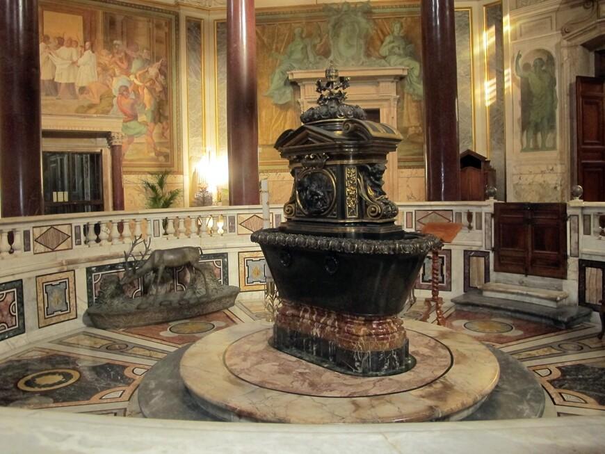 В баптистерии Сан Джованно. Построен в 315 г