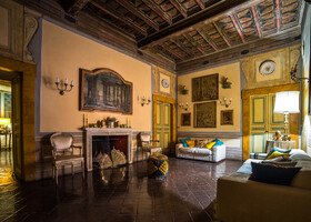 Комнаты (или залы) одна прекраснее другой.