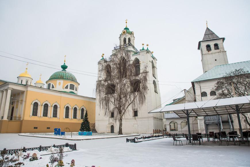 Музей-заповедник Спасо-преображенского монастыря.Построен в 12 веке и входит в число крупнейших монастырей. Вход на территорию стоит около 30р. На территории в этот день было тихо и практически безлюдно.
