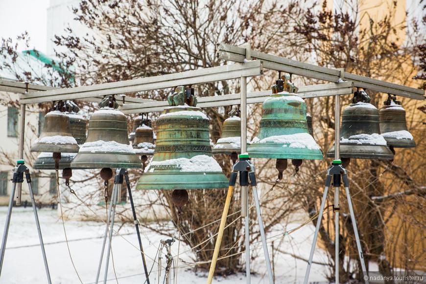 Собрала в Ярославле коллекцию заснеженных колоколов. Эти средних размеров))))))