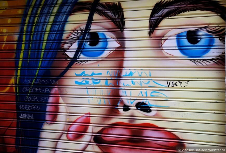 Девушка с голубыми глазами.