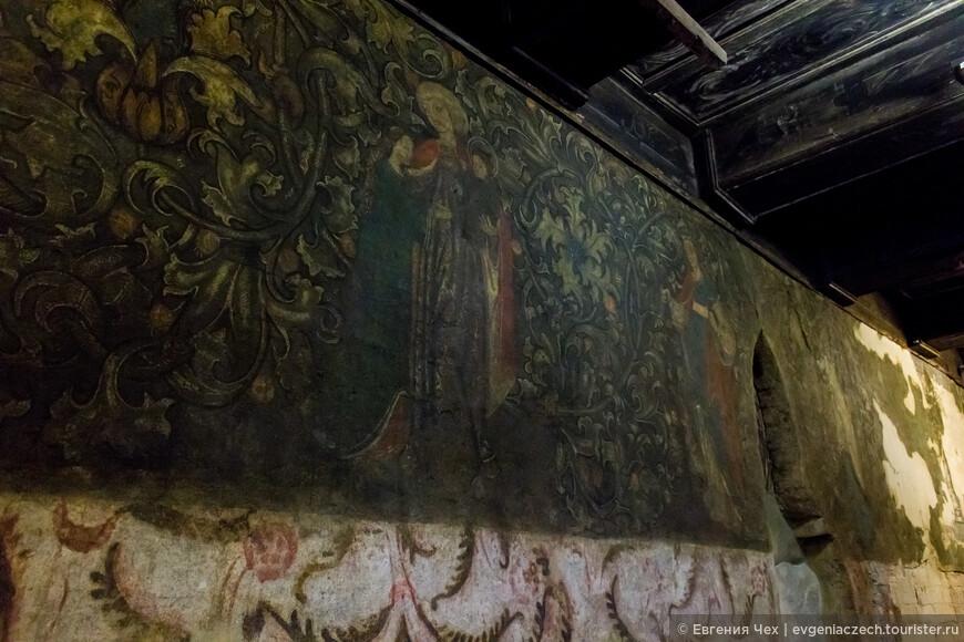 и росписи в кельях