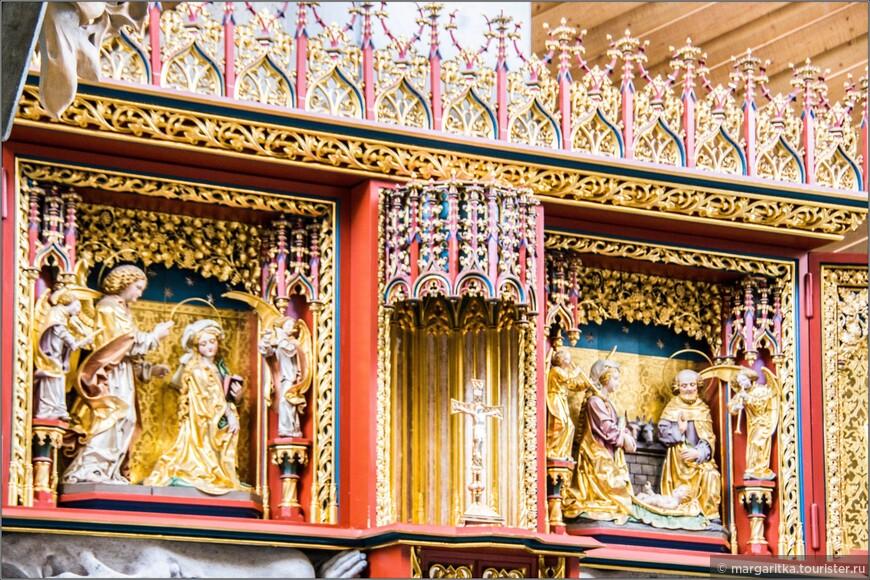 Центральная часть триптиха  изображает Благовещение архангела Гавриила к Марии и рождение Христа. Боковые крылья имеют рельефы, изображающие святых, которые имеют непосредственное отношение к району Шлухзее: