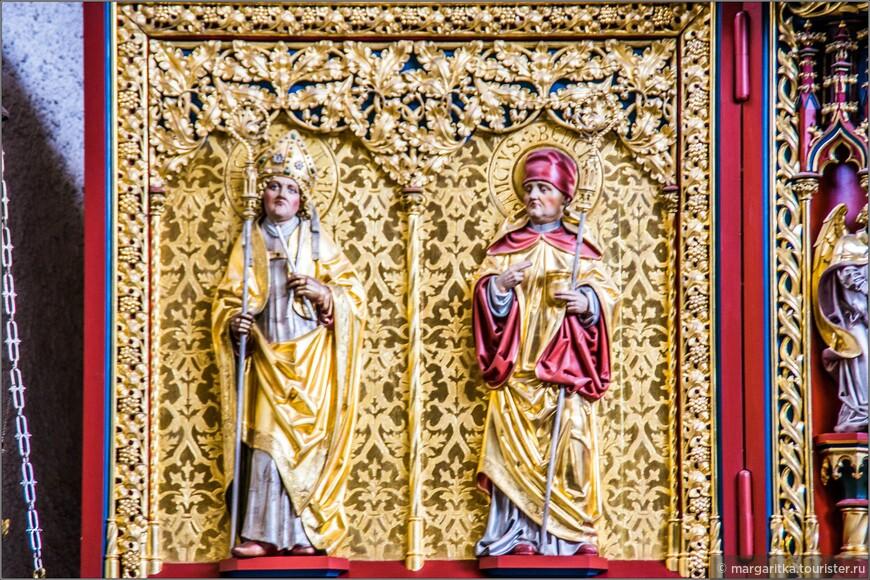 Правая часть изображает Санкт Конрада (покровителя епархии Констанца (Constance) и архиепископства Фрайбурга) и Святого Николая (покровителя Schluchseer)