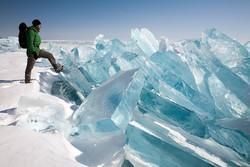Россиянин впервые пересек Байкал вдоль по льду пешком