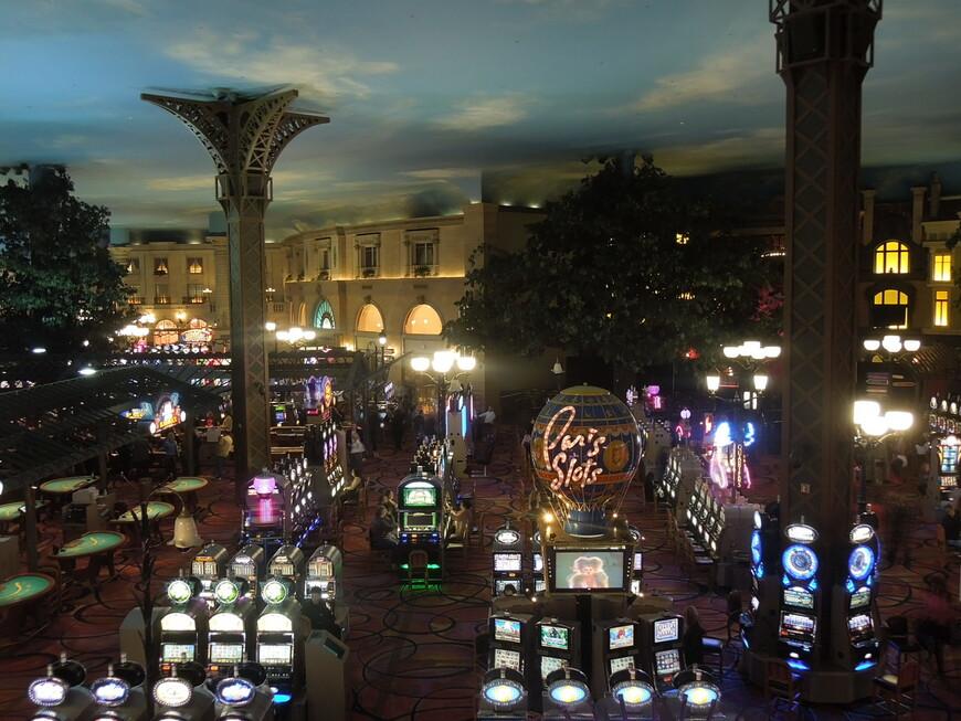 Inside_the_Paris_Hotel_and_Casino_Las_Vegas.JPG