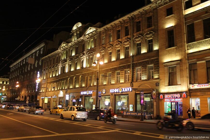 Здание нашего хостела на Невском проспекте — Central Hostel.