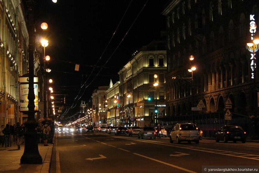 Невский проспект — главная улица Санкт-Петербурга.