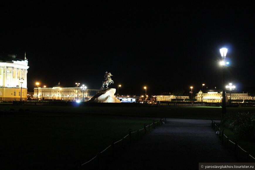 Ночная Сенатская площадь.