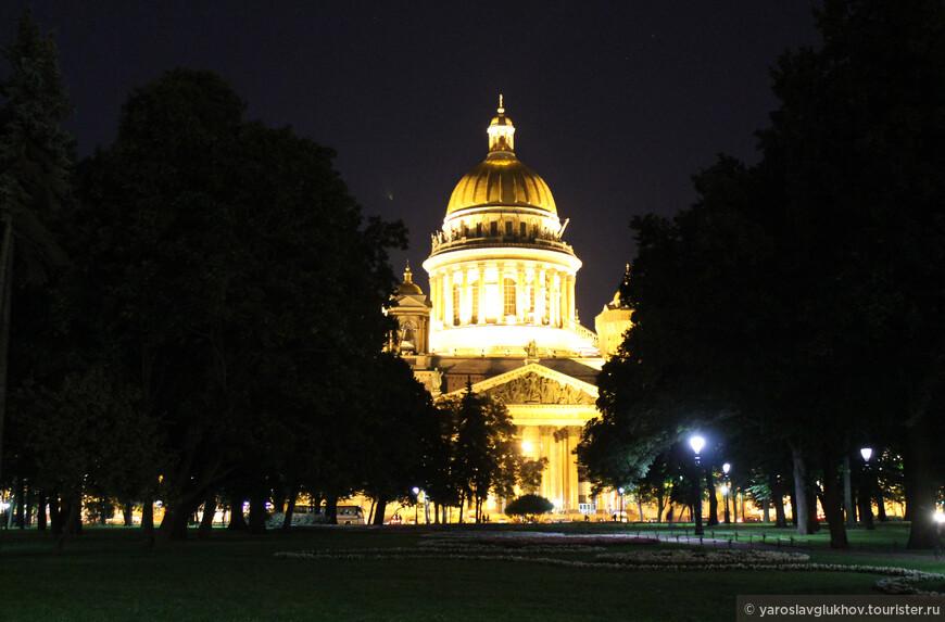 Ночной Исаакиевский собор.