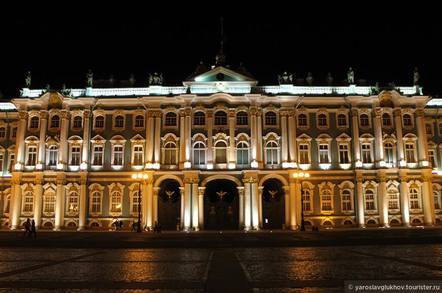 Ночной Зимний дворец.