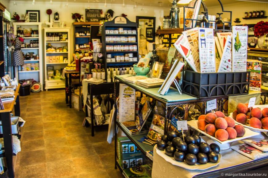 в магазинчике много много чего есть от свежих сезонных фруктов до ...