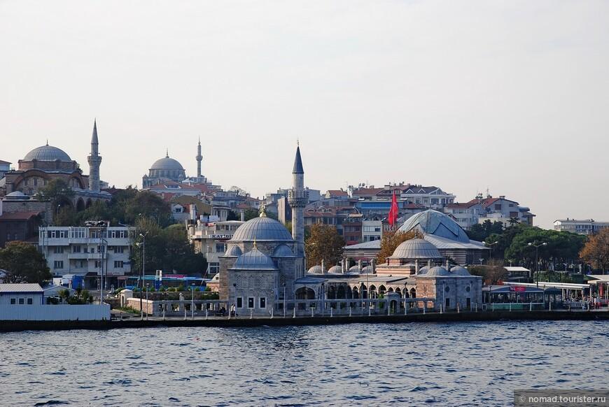 Мечети около причала Ускюдар