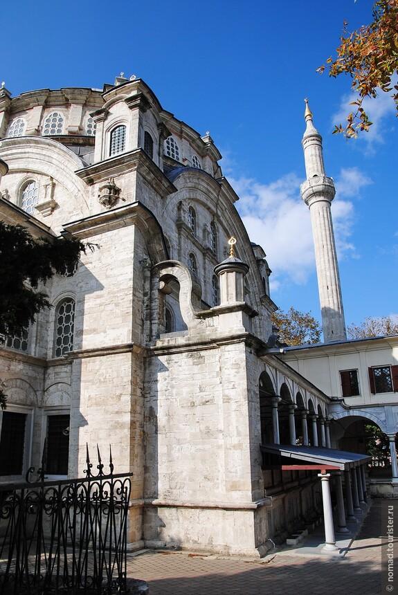 Мечеть Селимие - одна из нескольких красивых мечетей, к сожалению, толковых фотографий у меня нет, видимо, все были потрачены на птичек...)))