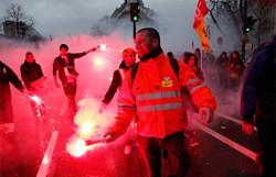 Протесты во Франции вызвали перебои в работе транспорта