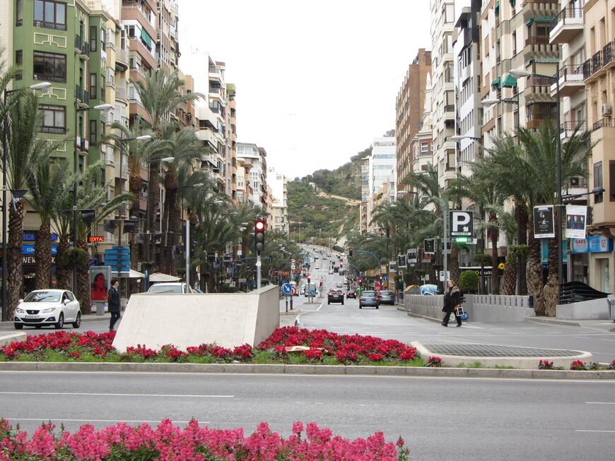 Центральная улица города - Av. Alfonso el Sabio