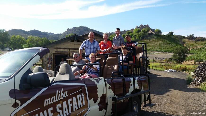 Команда туристов готова к путешествию по ранчо