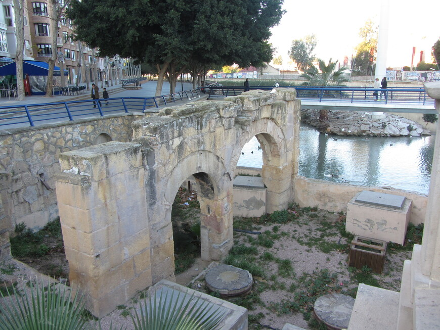 Остатки очень старого моста, уничтоженного одним из наводнений